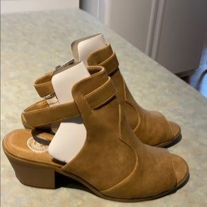 Women's shorts leather booties